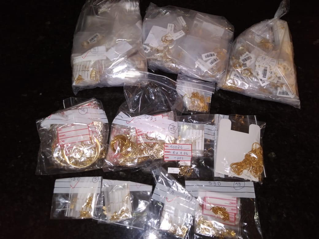Auditores apreendem 3 kg de peças de ouro avaliadas em R$ 1,2 milhão no RN; cargas irregulares somam R$ 4 milhões em outubro