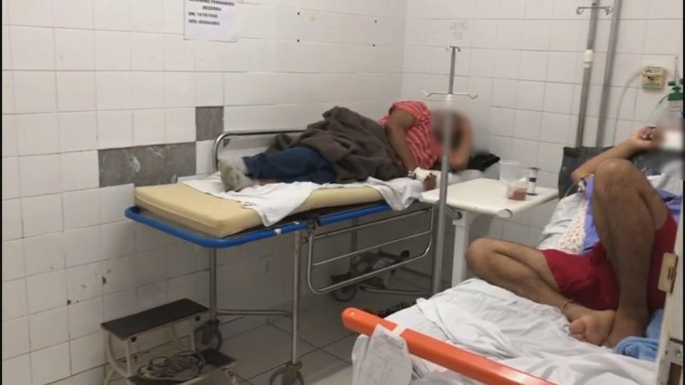 Pacientes com Covid-19 no Hospital Regional de Ceilândia, no DF, são internados em banheiro — Foto: SindEnfermeiro-DF/Divulgação