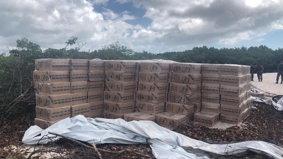 Carga de cigarros contrabandeados é apreendida durante operação no município de Raposa (MA). — Foto: Divulgação/Polícia Militar do Maranhão