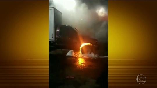 Criminosos queimam caminhão e atacam torre de telefonia no Ceará