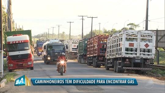 Caminhoneiros e revendedores protestam em distribuidora de gás por demora no abastecimento e aumento do preço