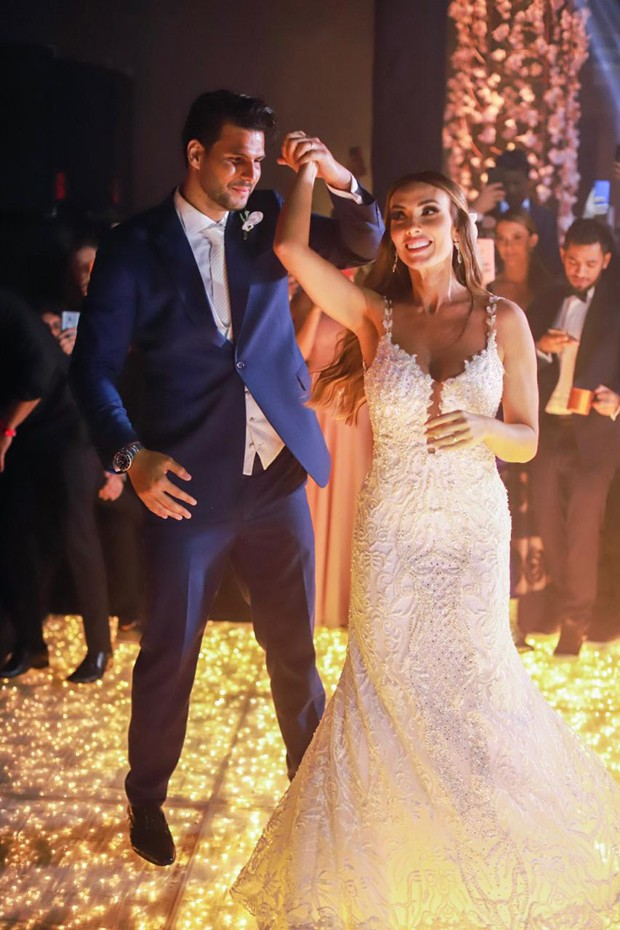 Nicole Bahls e Marcelo Bimbi em sua festa de casamento (Foto: Giovani Garcia/ Divulgação)