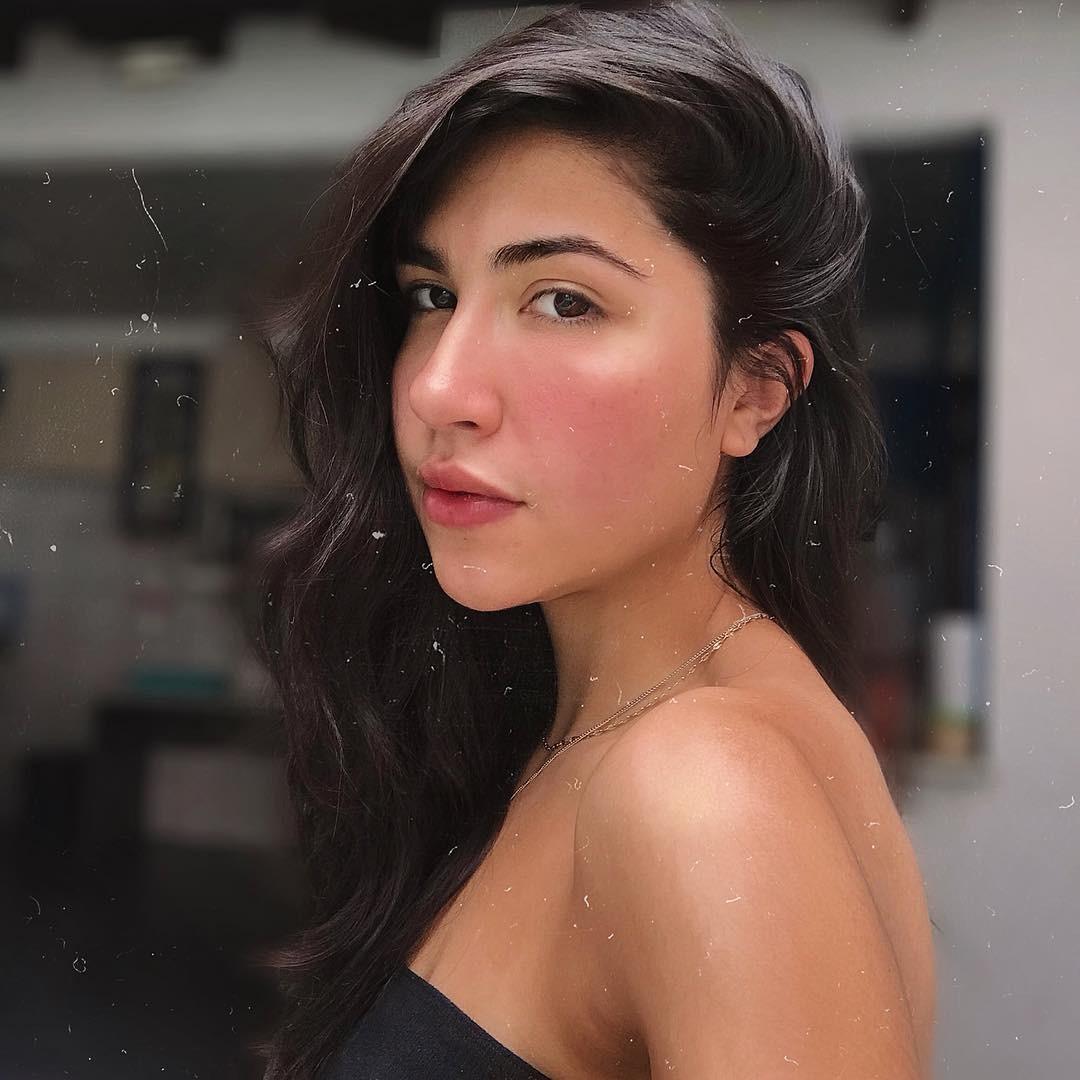 Atriz Evelyn Félix, de 19 anos, fez vídeo sobre relacionamento abusivo (Foto: Reprodução / Instagram)