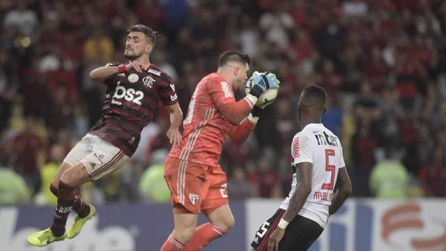 Arrascaeta, Tiago Volpi e Arboleda em Flamengo x São Paulo