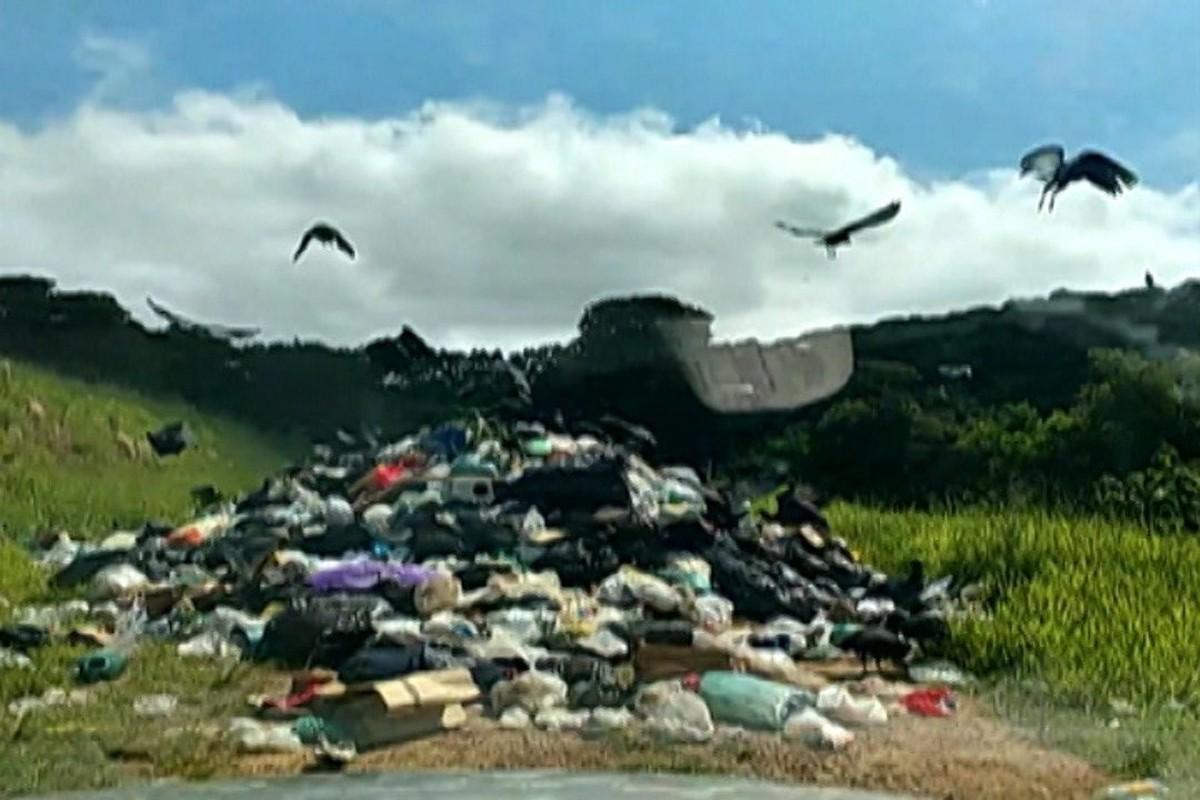 Toneladas de lixo doméstico são descartadas irregularmente em área de Biritiba Mirim
