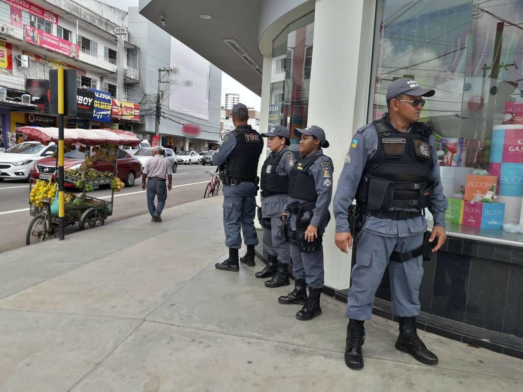 Com 200 PMs, operação 'Papai Noel' reforça patrulhas de fim de ano em áreas comerciais do AP