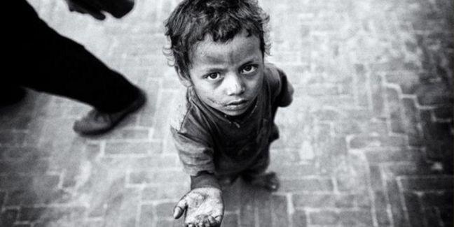 Menino, miséria, fome (Foto: Arquivo Google)