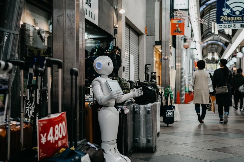 Especialista conta que o trabalho da máquina não irá substituir o homem — Foto: Lukas/Unplash
