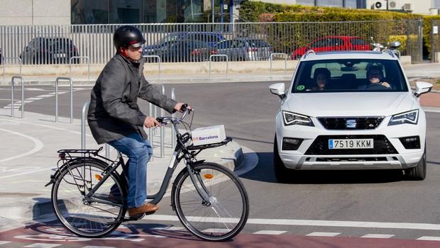 Bicicletas e carros autônomos conectados: seria esse o futuro da mobilidade?  (Foto: Divulgação/Telefonica)