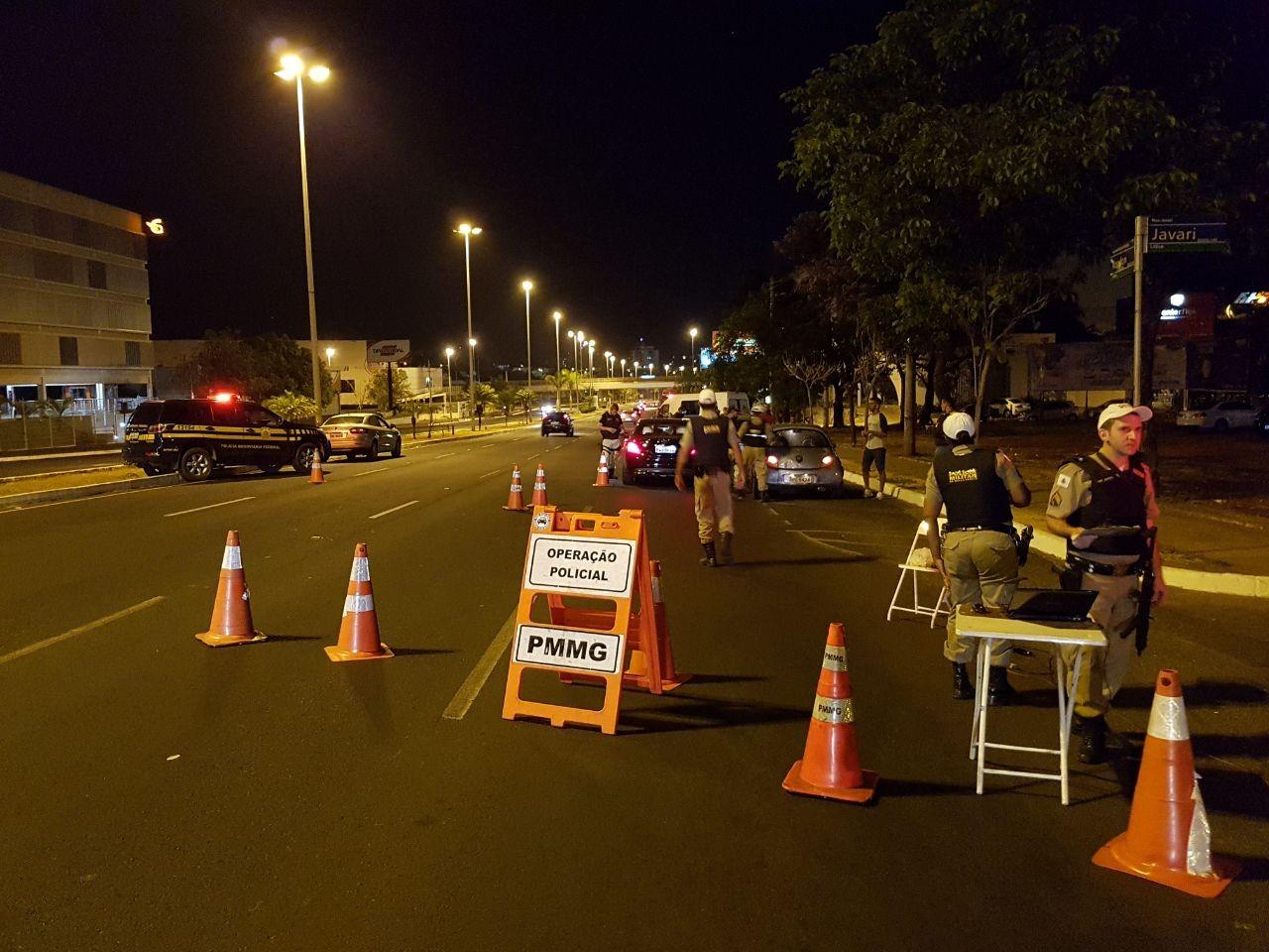 Veículos são apreendidos e motoristas autuados durante blitz da Lei Seca em Uberlândia