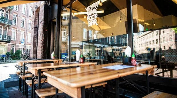 Fachada do Vegan Junk Food Bar, restaurante vegano em Amsterdã, na Holanda  (Foto: Divulgação)