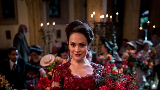Vestido de casamento de Julieta tem efeito de flores em movimento; veja detalhes do look
