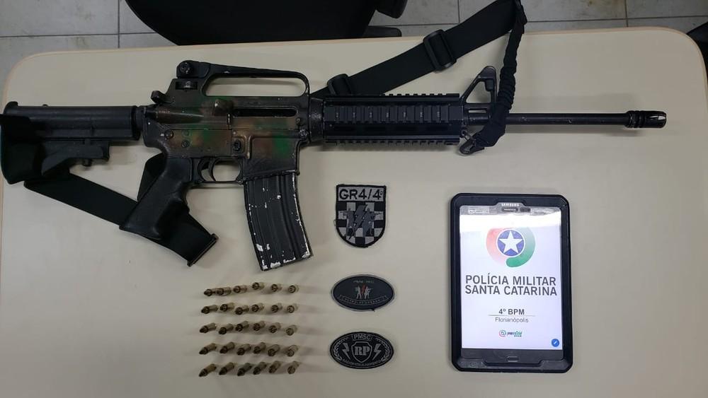 Justiça aumenta pena de homem flagrado com fuzil AR-15 em Florianópolis  - Notícias - Plantão Diário