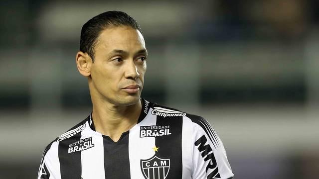 Ricardo Oliveira na partida contra o Santos