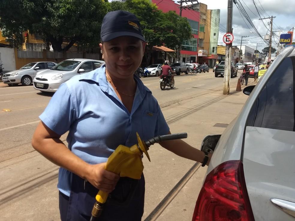 Romenia Pinto diz que não conversa e dar espaço para que clientes façam elogios (Foto: Aline Nascimento/G1)