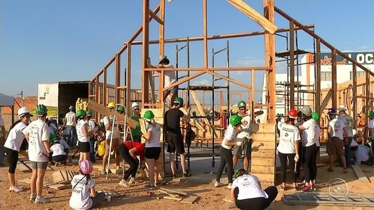 Jovens de ONG se unem para construir capelas: 'É a fé que move', diz voluntário