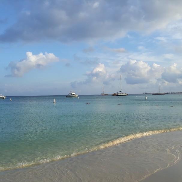 O mar azul turquesa de Aruba  (Foto: @lisalexandre)