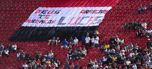 faixa para Lucas no jogo das Estrelas  (Foto: Marcos Ribolli / Globoesporte.com)