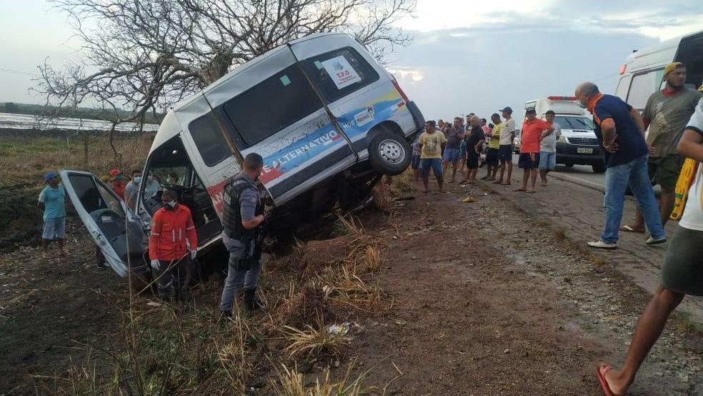 Acidente deixou três mortos e sete feridos na BR-222 no Maranhão — Foto: Divulgação/PRF