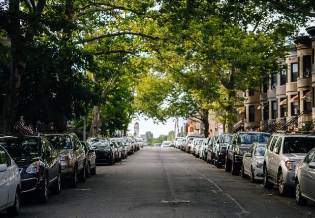Prática comum nas grandes cidades, o estacionamento rotativo ganhou um sistema inovador em Belo Horizonte, com o uso do blockchain (Foto: Pexels)