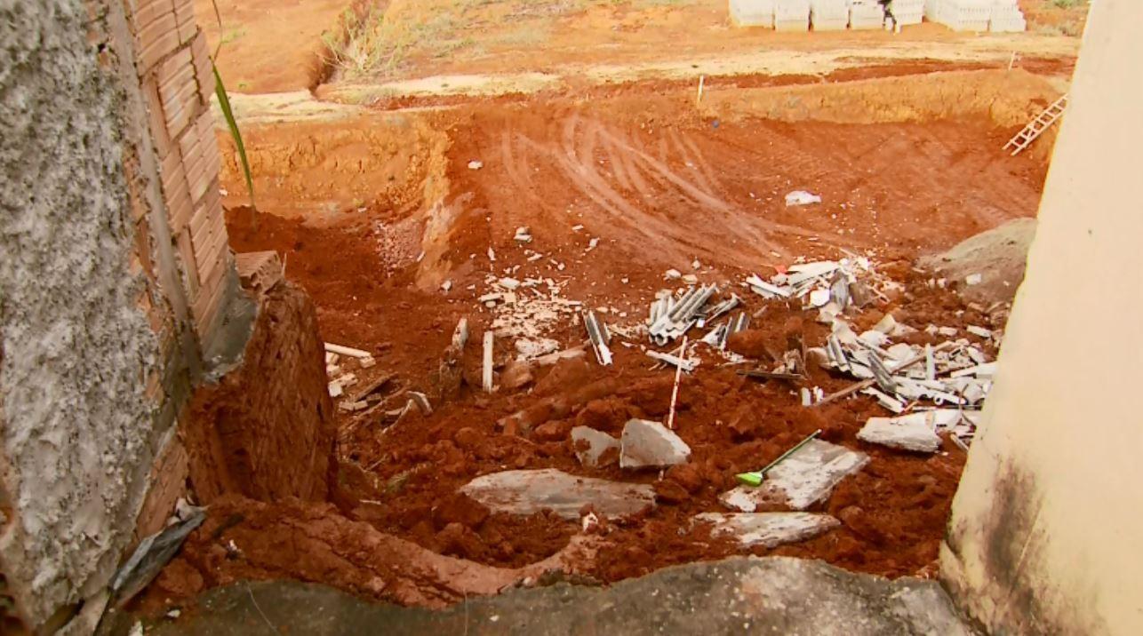 Prefeitura embarga obra próxima a casa que desabou em Pouso Alegre, MG - Notícias - Plantão Diário