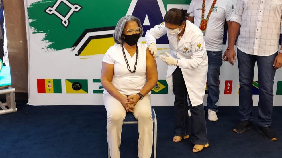 Enfermeira Kátia Regina Marinho de Araújo foi a primeira vacinada contra a Covid-19 no Amapá, na terça-feira (19) — Foto: Victor Vidigal/G1