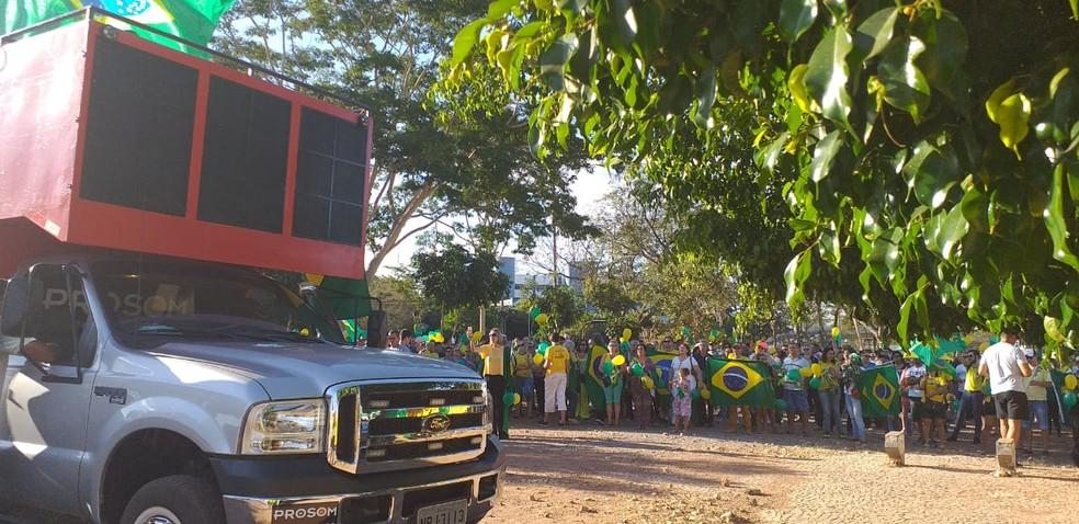 Manifestantes fazem ato em Cuiabá — Foto: Ianara Garcia/TVCA