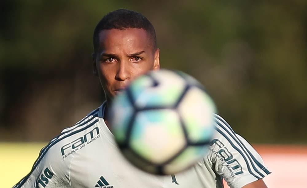 Deyverson fala sobre relação com torcida do Palmeiras e diz que evolui com críticas