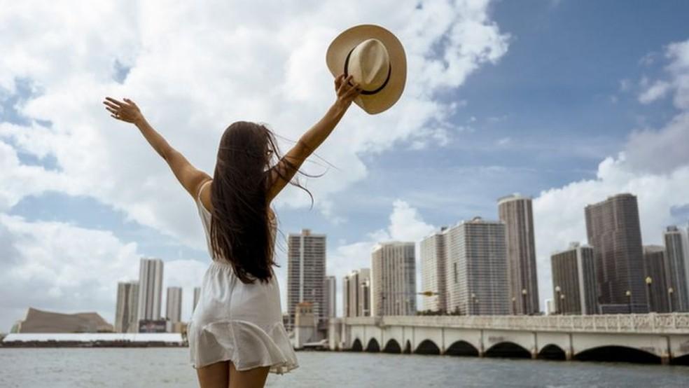 Muitos profissionais americanos que agora podem trabalhar à distância escolheram Miami para isso — Foto: Getty Images/BBC