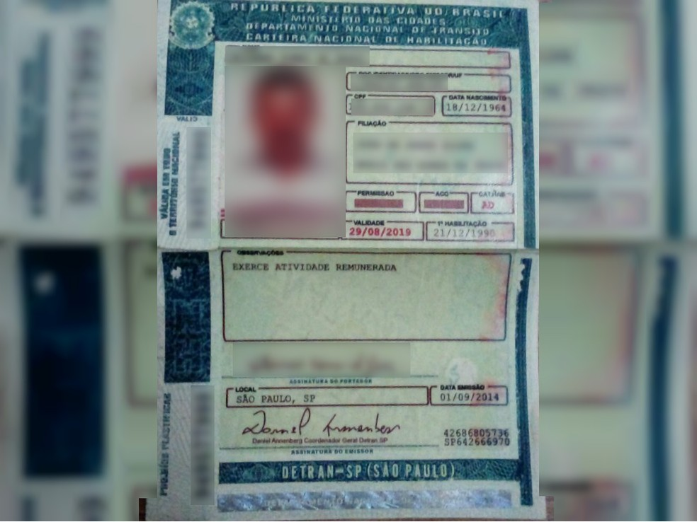 -  Cor do documento e tipologia da fonte das letras utilizadas na CNH são o caminho inicial para saber se uma carteira é falsificada ou não  Foto: Políc