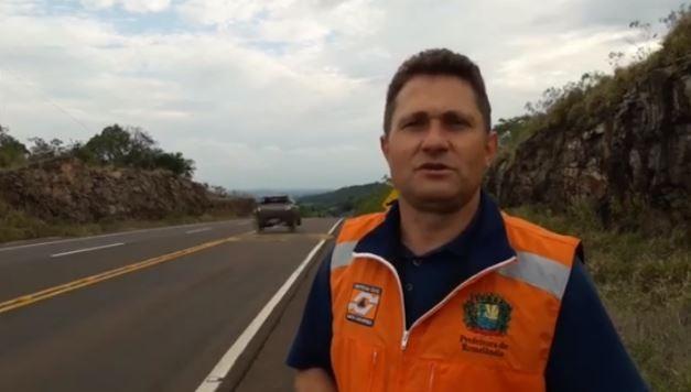 Vídeo flagra carro em alta velocidade que 'decola' ao passar por lombada de rodovia no Oeste de SC - Notícias - Plantão Diário