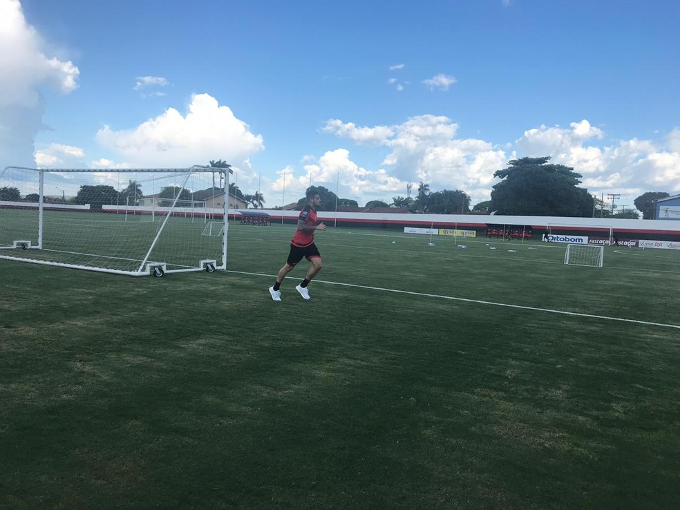 Jean já treina no Atlético-GO — Foto: Guilherme Gonçalves / GloboEsporte.com