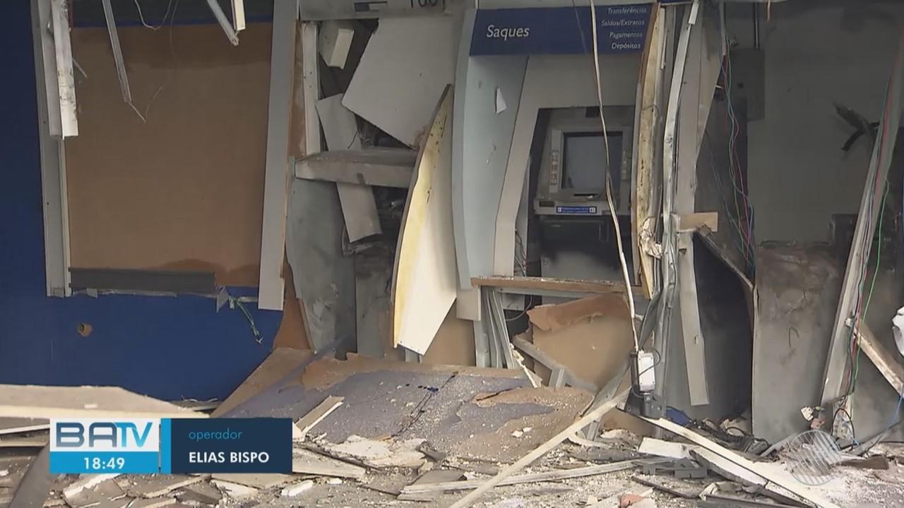 Quadrilha explode agência da Caixa Econômica Federal na região de Porto Seco Pirajá