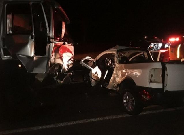 Batida entre caminhão e picape deixa vítima fatal na SP-425 em Presidente Prudente