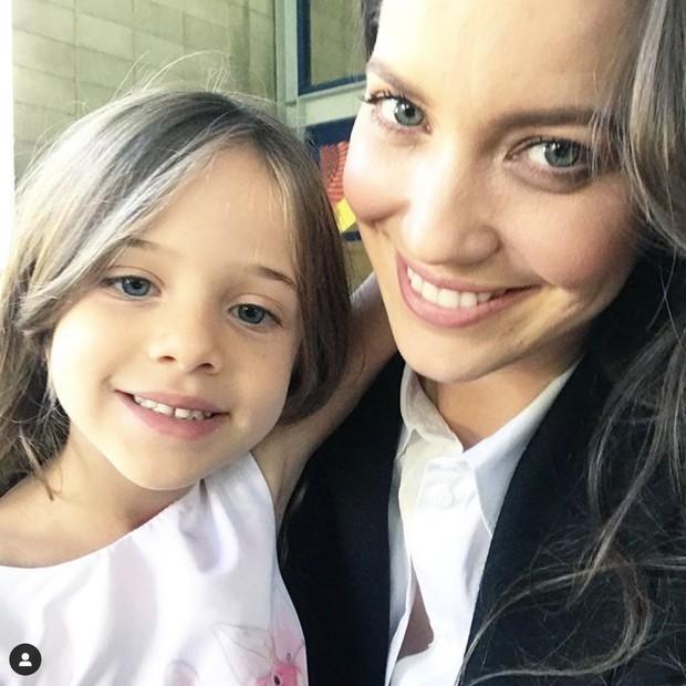 Nathalia Dill posa com a atriz mirim Maria Clara Baldo (Foto: Reprodução/Instagram)