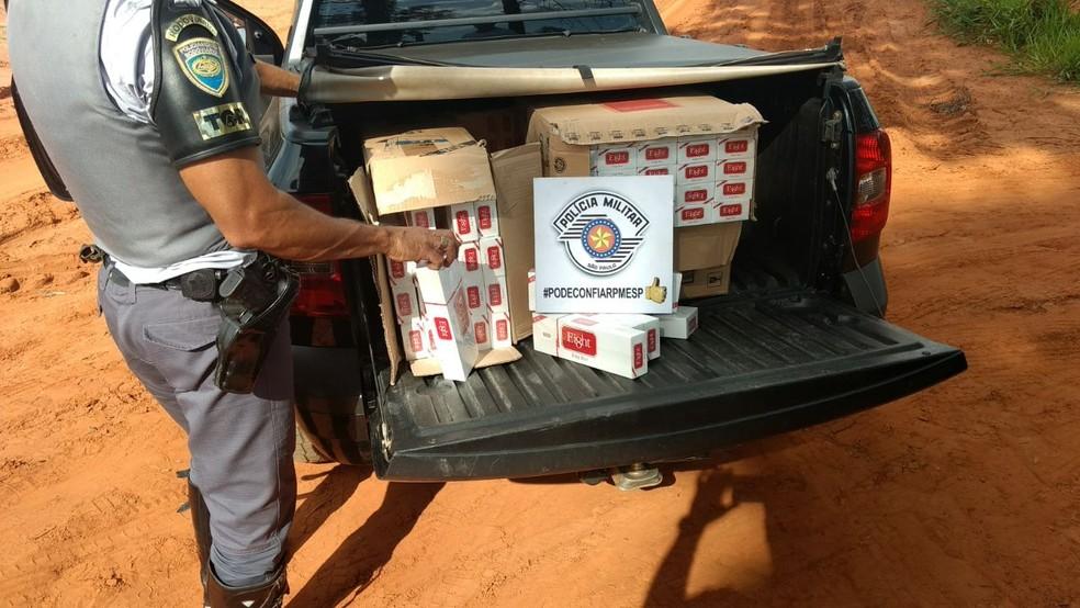 Carga de cigarros contrabandeados foi apreendida em Estrela do Norte (Foto: Polícia Militar Rodoviária/Divulgação)