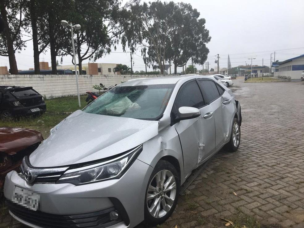 Conforme a Polícia Rodoviária Federal (PRF), o acidente ocorreu no KM-30, por volta das 19h30, nas imediações de uma universidade. — Foto: Taíssa Moura / TV Santa Cruz