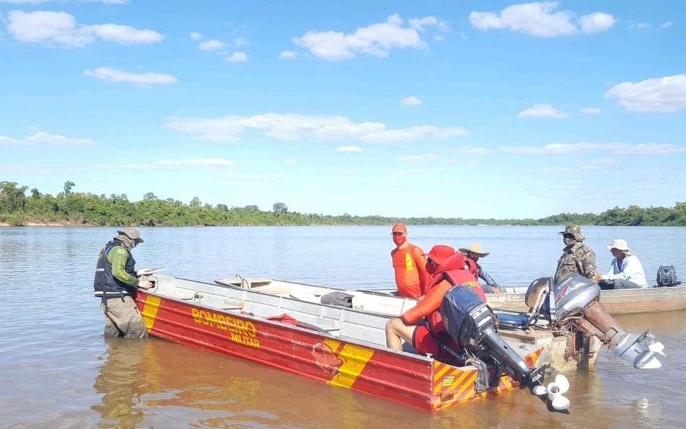 Além da Semad,  Batalhão Ambiental da Polícia Militar e Corpo de Bombeiros fiscalizam às margens do Rio Araguaia — Foto: Semad/Divulgação