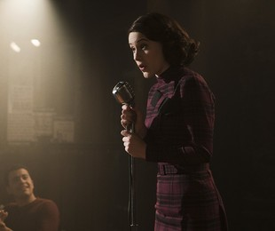 Rachel Brosnahan em 'The marvelous Mrs. Maisel' | Reprodução