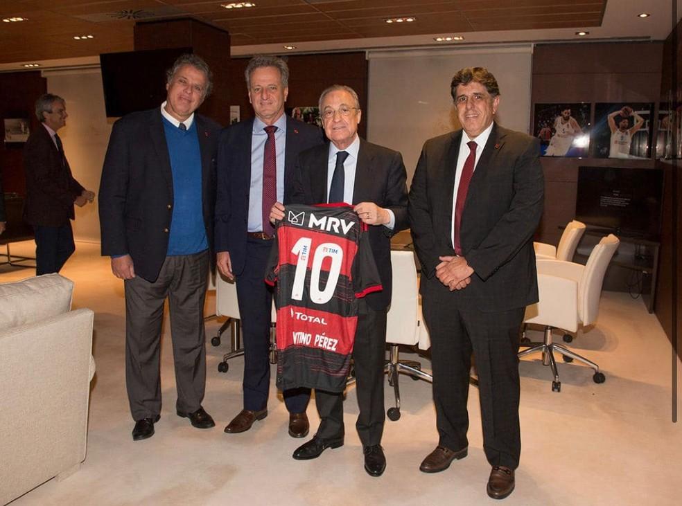 Maurício Gomes de Mattos e Rodolfo Landim posam com o presidente do Real Madrid, Florentino Pérez, na Espanha — Foto: Reprodução / Facebook