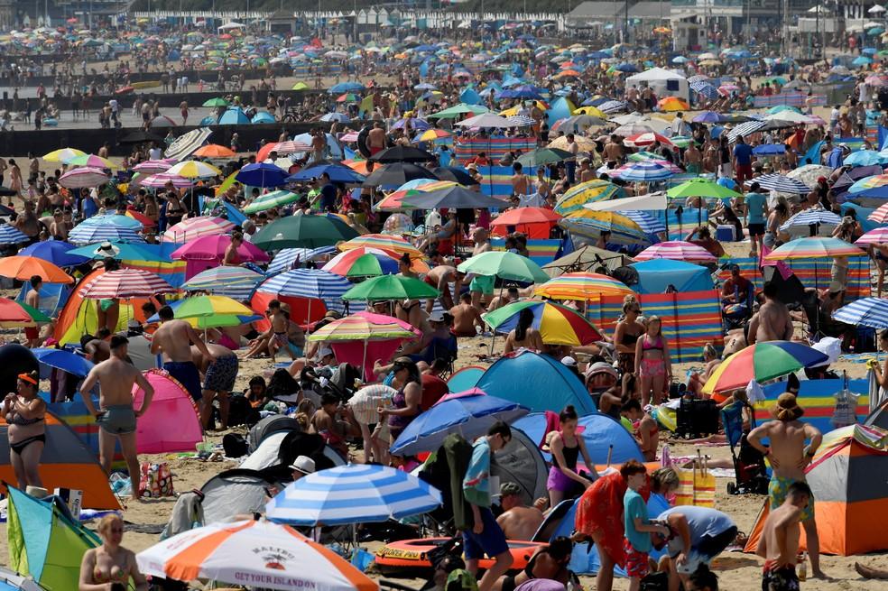 Imagem da praia de Bournemouth, na França, em 1º de julho de 2021 — Foto: Toby Melville/Reuters