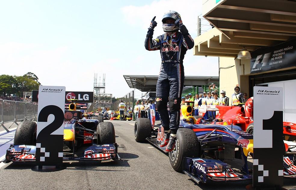 Sebastian Vettel comemora sua primeira vitória em Interlagos, em 2010 — Foto: Getty Images