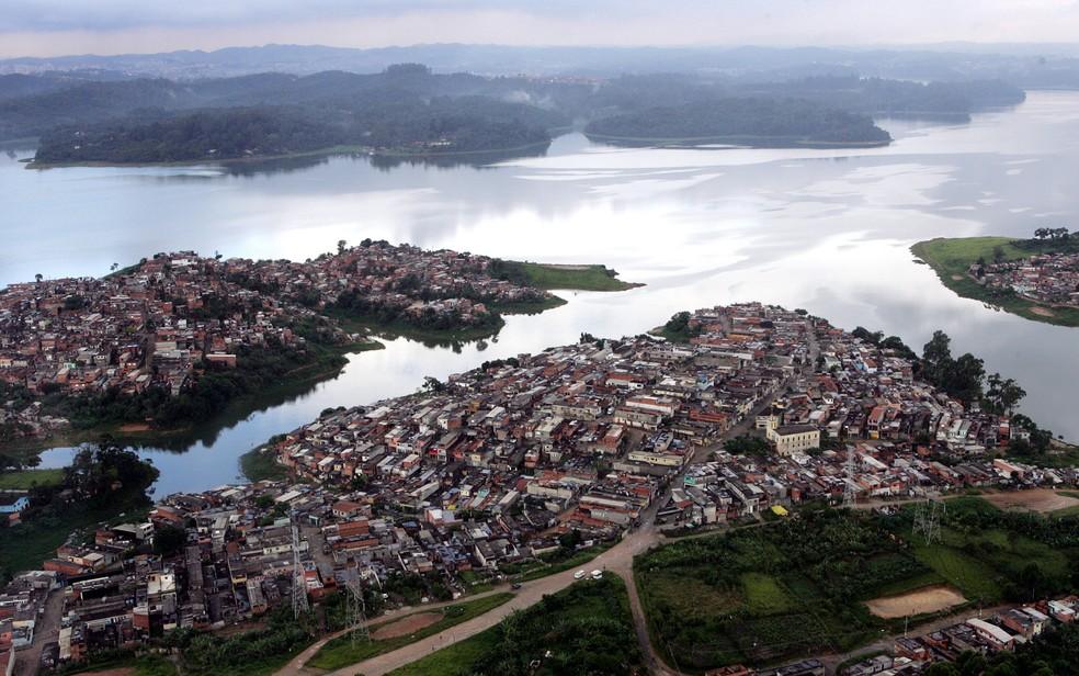 Vista aérea da represa Guarapiranga, na zona sul de São Paulo — Foto: MÁRCIO FERNANDES DE OLIVEIRA/ESTADÃO CONTEÚDO/ARQUIVO