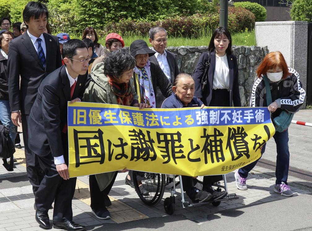 -  Kikuo Kojima, de cadeira de rodas, entrou com ação contra o governo do Japão por esterilização forçada  Foto: Daisuke Tanaka/Kyodo News via AP
