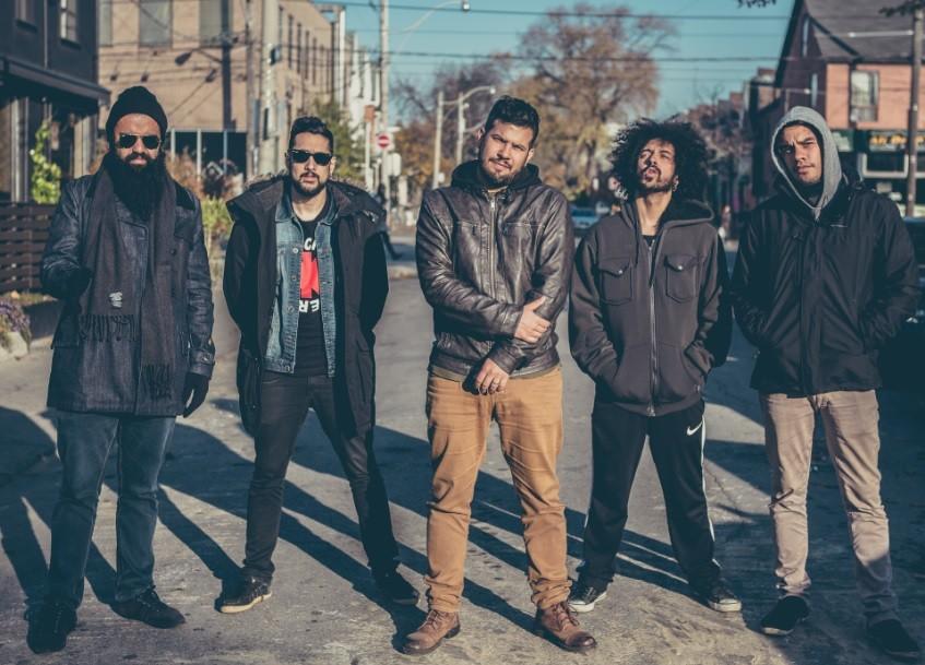 A banda Trampa, de Brasília, revisita seus mais de dez anos de arreira com novo álbum (Foto: Thaís Mallon / Divulgação)