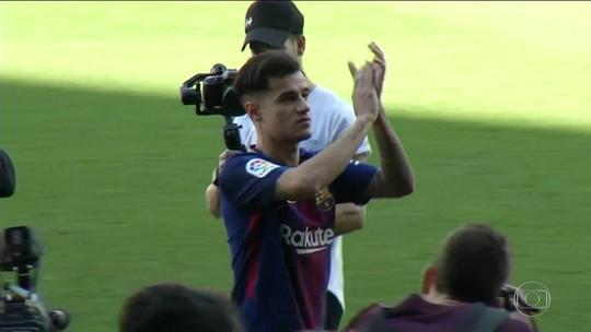 Mais de 7 mil recebem Philippe Coutinho no estádio do Barcelona