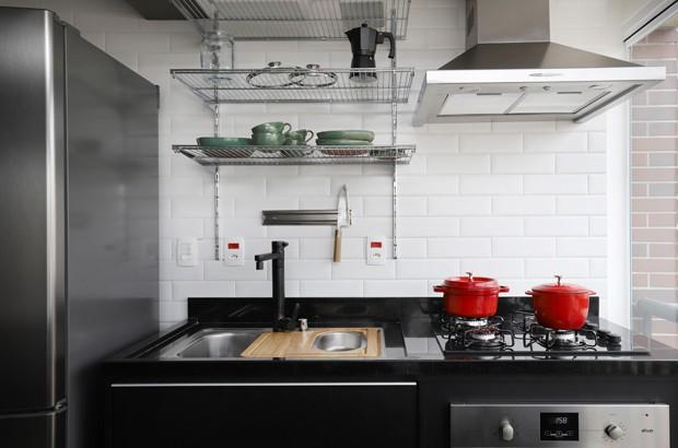 Apartamento de 59 m² tem décor descontraído e cheio de regionalismo (Foto: Mariana Orsi/Divulgação)