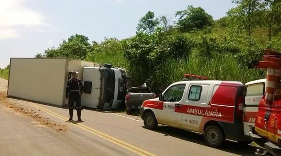 -  Acidente entre carro e caminhão deixa um morto na MG-454 em Recreio  Foto: Silvan Alves/Divulgação