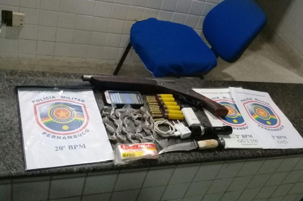 Materiais apreendidos pela PM foram levados para a Delegacia de Camaragibe — Foto: Polícia Militar/Divulgação