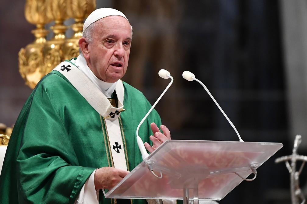 Papa Francisco durante sermão na missa de abertura do Sínodo da Amazônia neste domingo (6), no Vaticano — Foto: Tiziana Fabi/AFP
